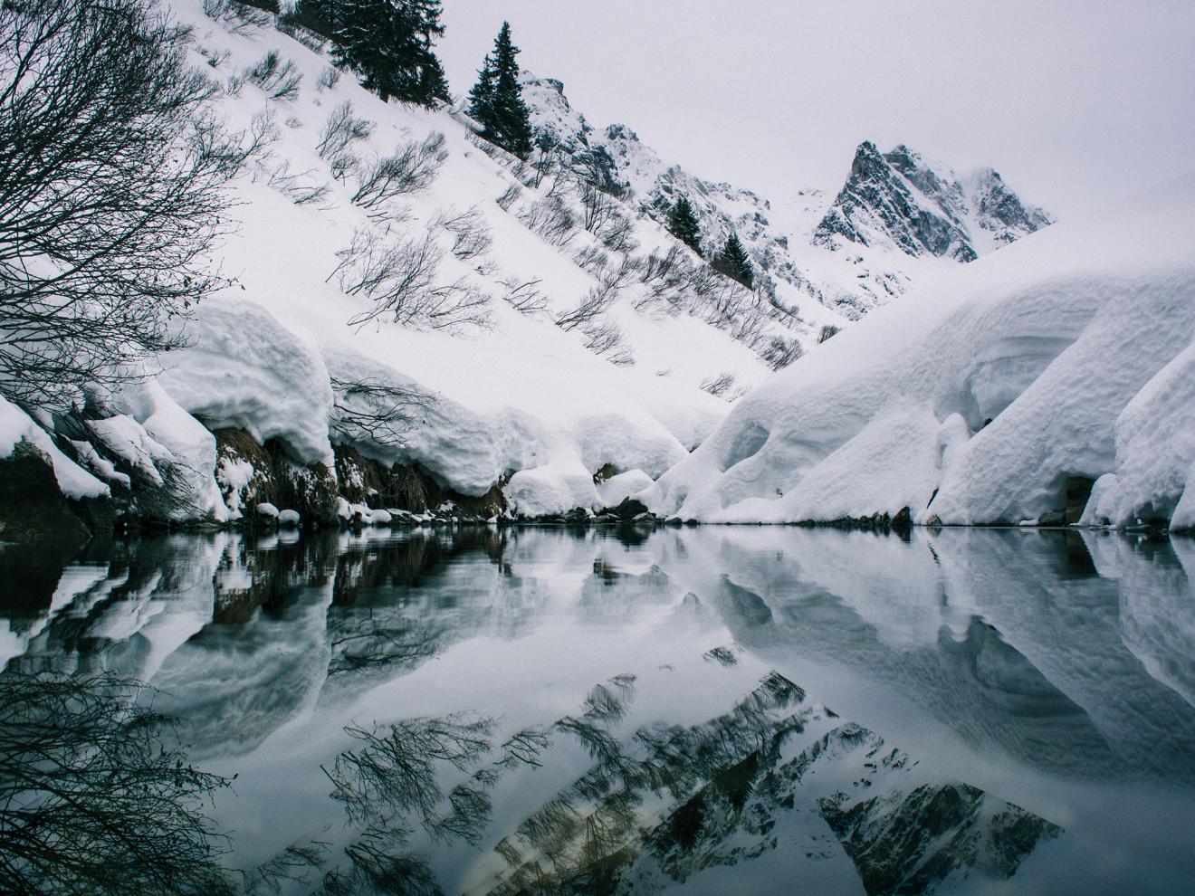 reflection-pool-montafon