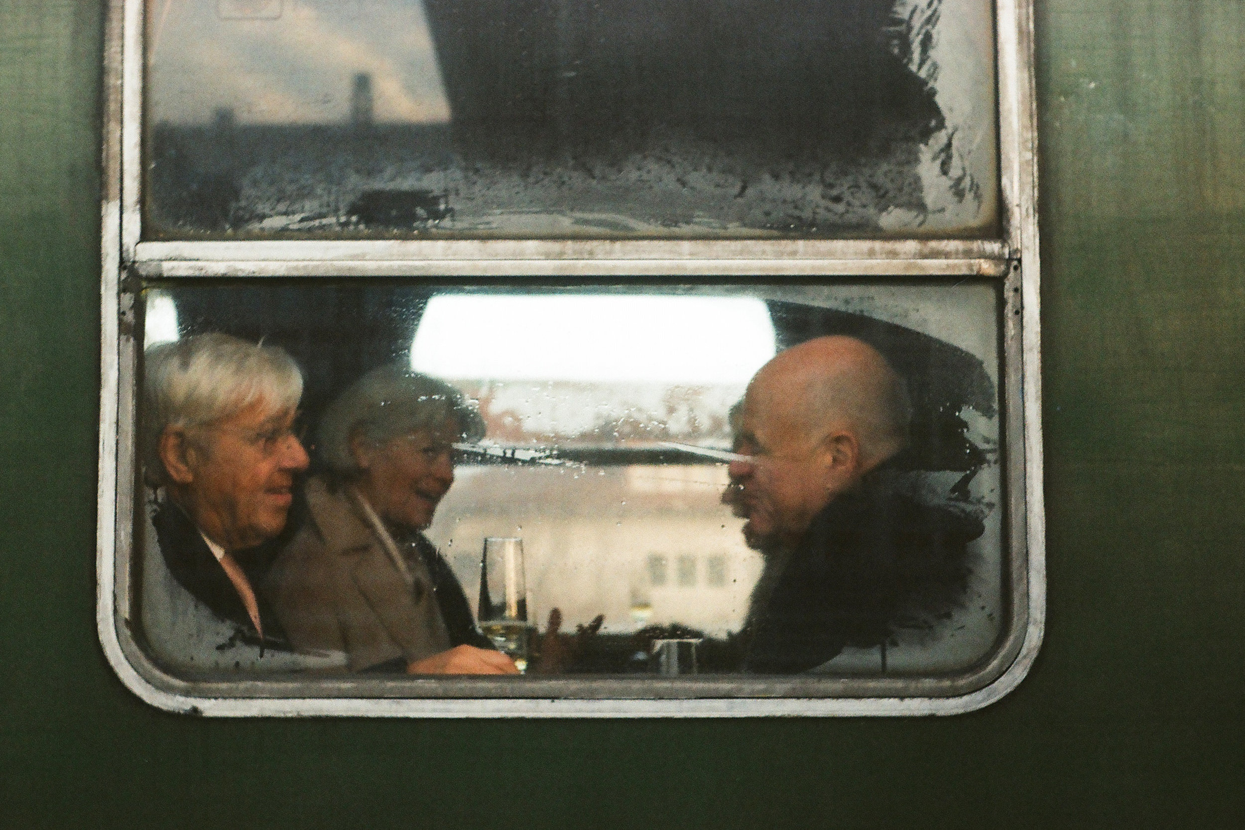 couples-on-old-train