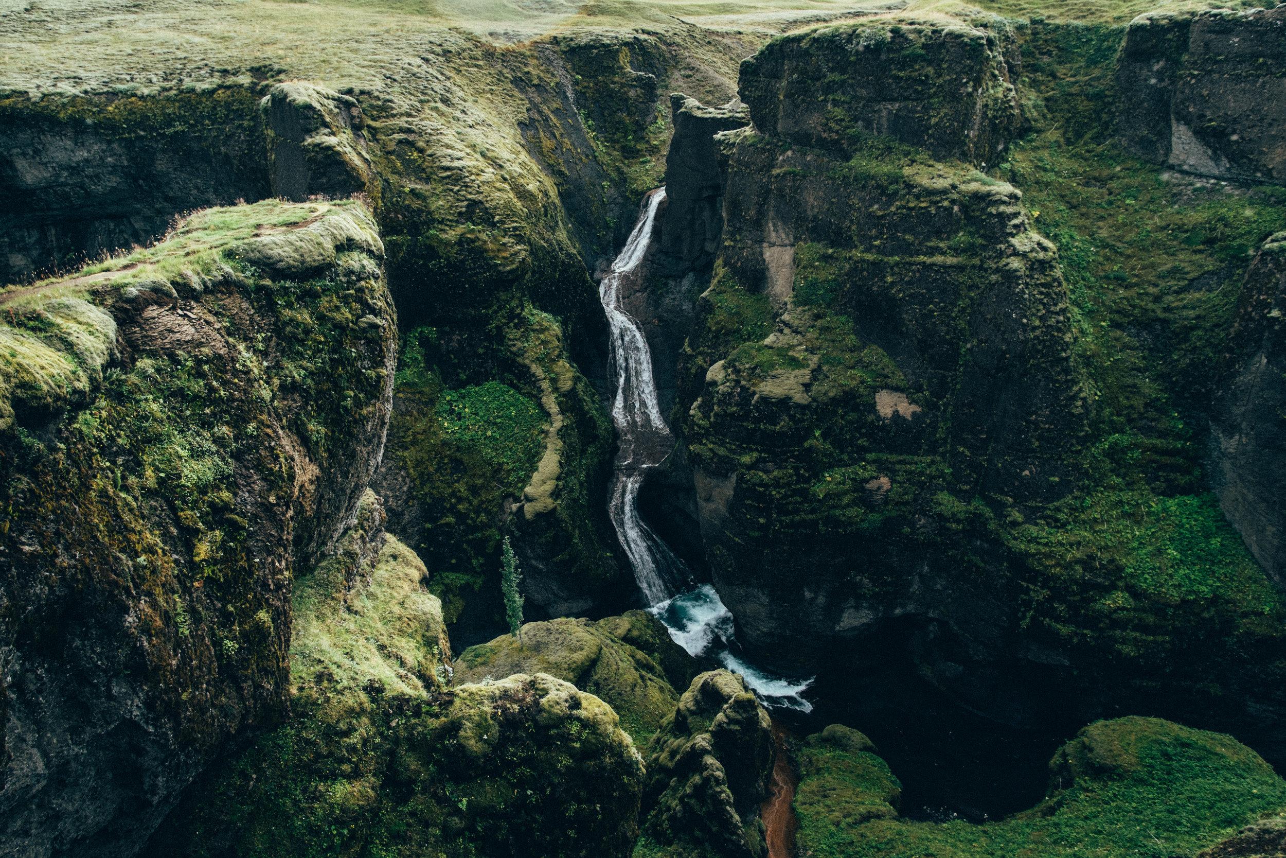 fjadrargljufur-canyon-waterfall